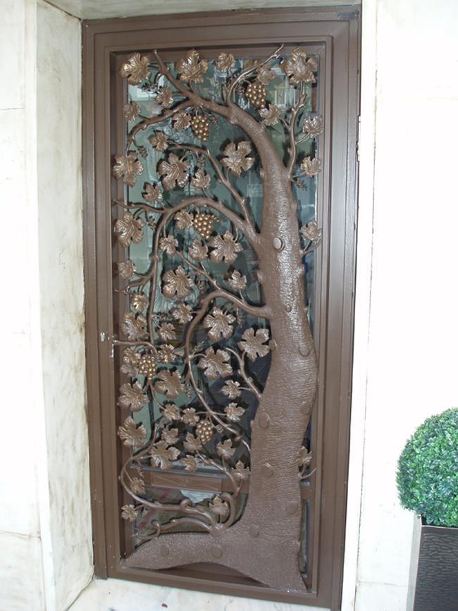 Casa de este alojamiento instalacion de puertas forja vidrio for Puertas decorativas para casa